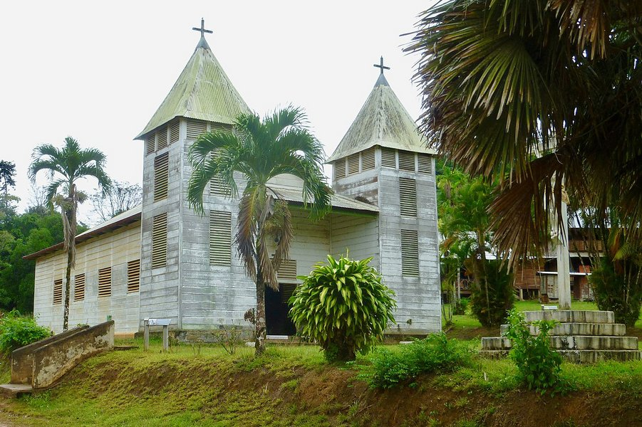 https://www.france-catholique.fr/local/cache-vignettes/L901xH600/eglise_saint_antoine_de_padoue_de_sau_l__guyane_-b4b59.jpg?1572415309